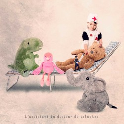 Le docteur de peluches - Photographie d'art couleur - Les Tout Petits Métiers