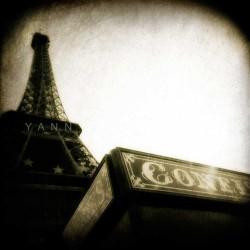 photo de la tour eiffel en noir et blanc,confiserie, photographie artistique noir et blanc